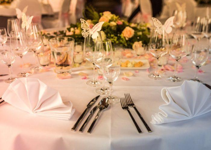 Festliche Hochzeitstafel auf Schloss Marienburg