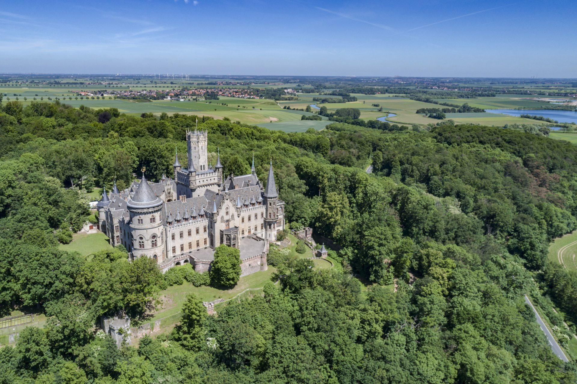 Schloss Marienburg und Umgebung